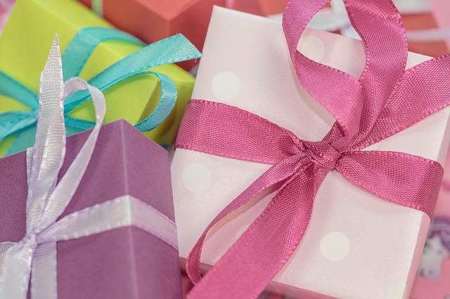 gift-553143_640
